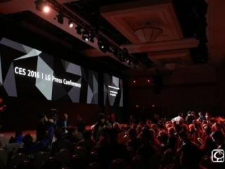 LG发布OLED新品电视比iphone6s还薄一半!CES上的世界第一薄